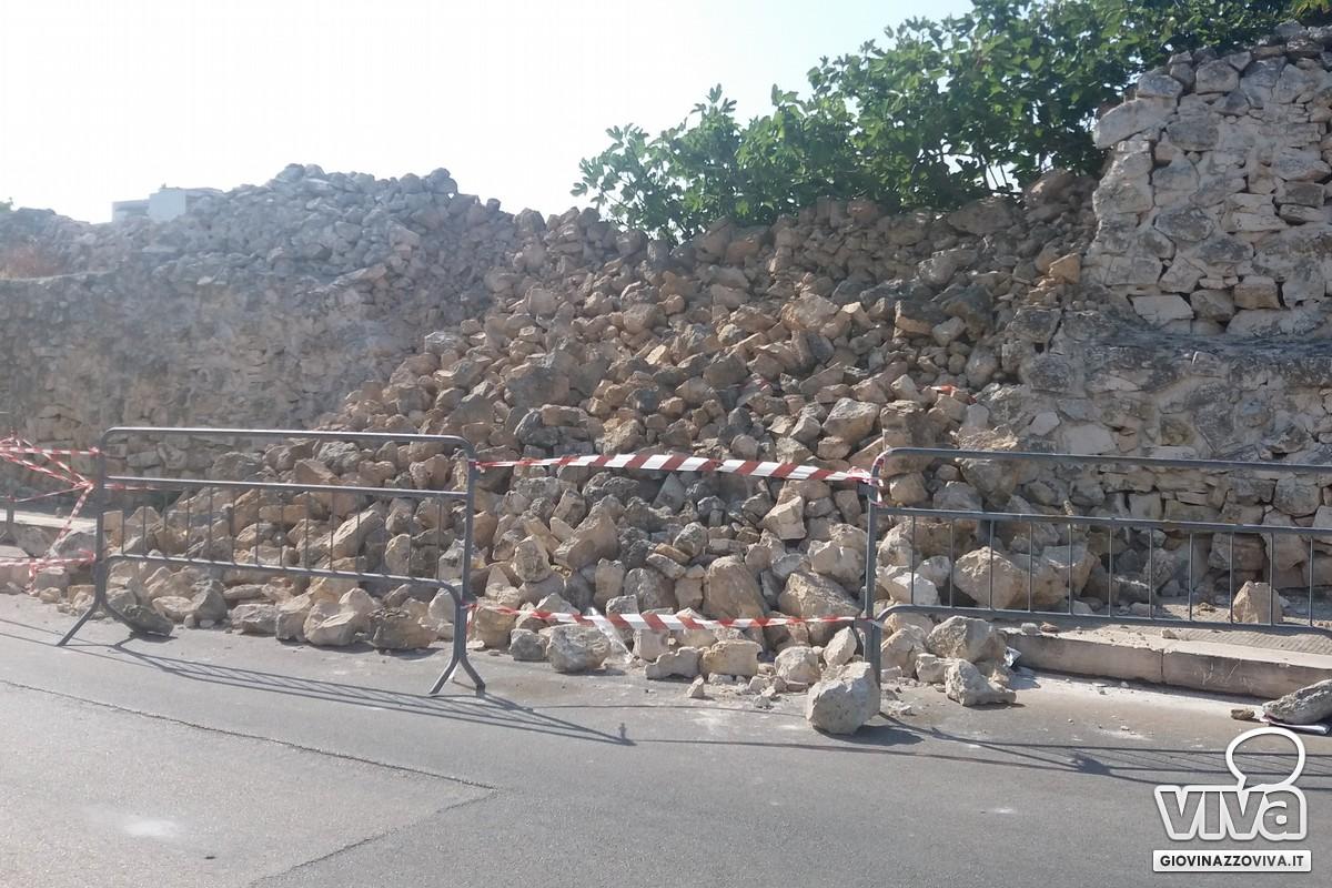 Crollo muretto via Crocifisso
