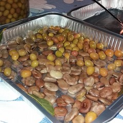 Fave ed olive a volontà