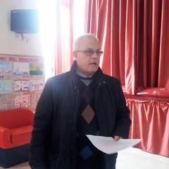 """Il preside Michele Bonasia introduce l'incontro alla """"San Giovanni Bosco"""""""