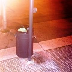 Cestino spaccato piazza Garibaldi