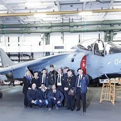 Gruppo ANMI Giovinazzo e il Luogotenente elicotterista Capo hangar Cosimo Cardellicchio