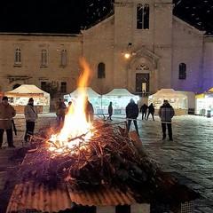 Il fuoco e San Domenico sullo sfondo