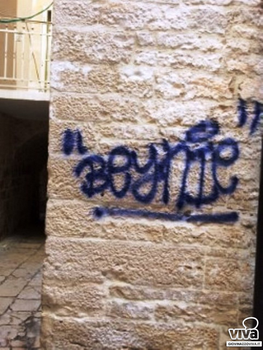 La scritta in vico Arco Cattese