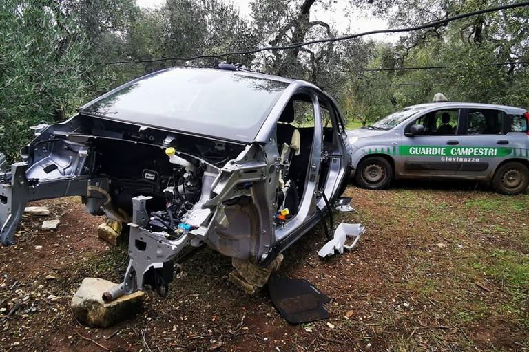 La Opel Crossland X cannibalizzata in località Peragineto
