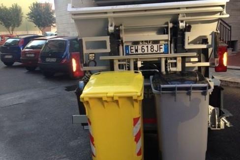 Camion in azione per la raccolta