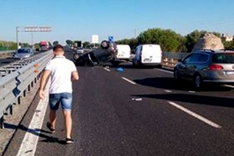 L'incidente avvenuto lungo la strada statale 16 bis