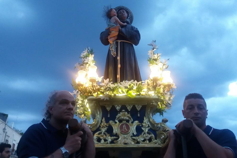 La statua di Sant'Antonio di Padova in Cala Porto (Foto Gianluca Battista)