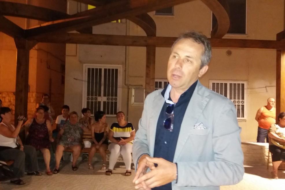 """Depalma sfida gli """"haters"""" di Facebook e li invita agli incontri di quartiere"""