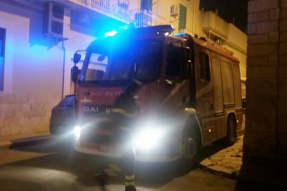 Il camion dei Vigili del Fuoco. <span>Foto Gianluca Battista</span>