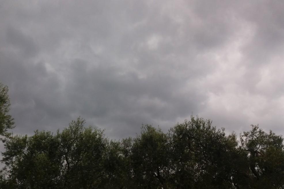 Nuvole minacciose in campagna