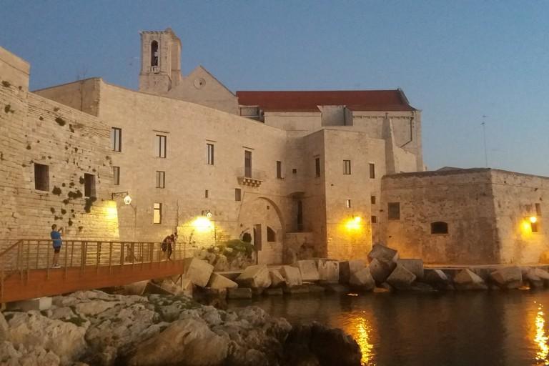 Le antiche mura da Levante. <span>Foto Gianluca Battista</span>