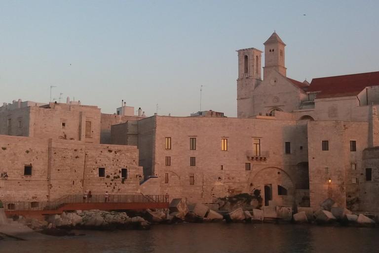 Il borgo antico visto da Levante (Foto Gianluca Battista)