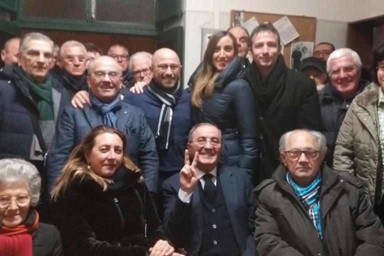 Perrone tra gli elettori di Forza Italia. <span>Foto Gianluca Battista</span>