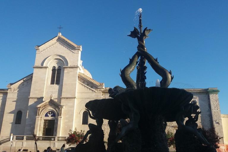 Giovinazzo giornata internazionale della donna la fontana dei tritoni s 39 illumina di rosa - La rosa racconta la vita dei divi ...