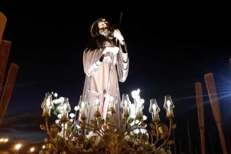 L'effigie in Cala Porto (Foto Gianluca Battista)