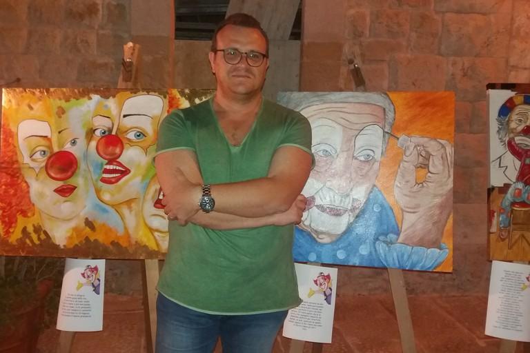 Alessandro Cavaliere tra i suoi clown (Foto Gianluca Battista)