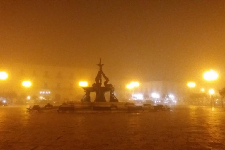Piazza Vittorio Emanuele II nella nebbia (Foto Gianluca Battista)