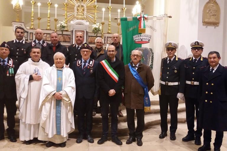 Foto di gruppo ai piedi dell'altare (Foto Gianluca Battista)