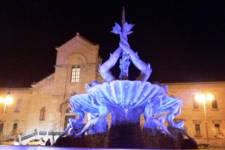 La Fontana dei Tritoni omaggia la donna. <span>Foto Gianluca Battista</span>