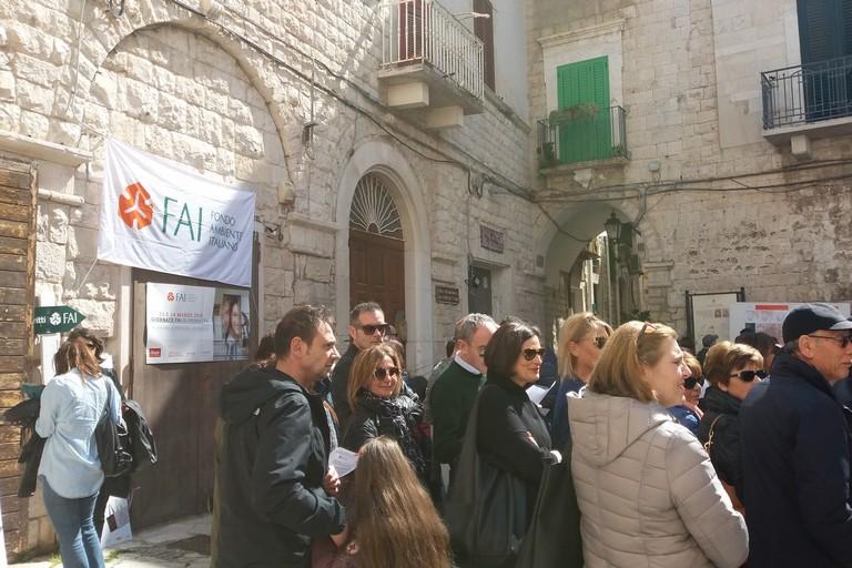 Visitatori in coda per il FAI. <span>Foto Gianluca Battista</span>