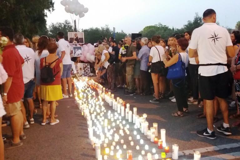 Tanti lumini per la via della luce in memoria di Giorgia. <span>Foto Gianluca Battista</span>