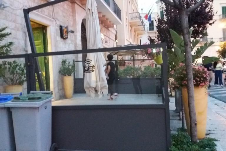 Il dehors di Manuelito Caffè