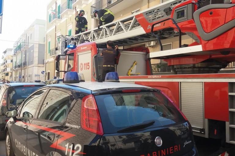 Carabinieri e Vigili del Fuoco in azione