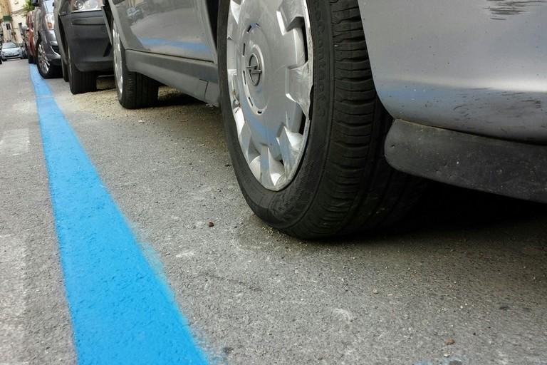 Parcheggio - striscia blu. <span>Foto PD Giovinazzo</span>