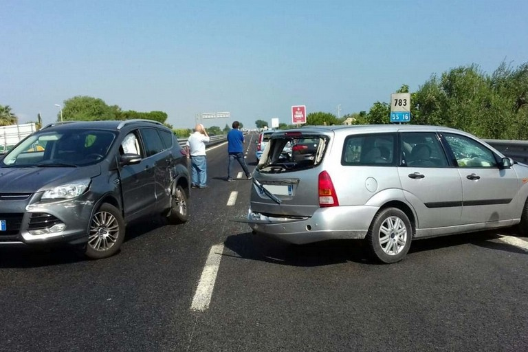 L'incidente stradale avvenuto sulla strada statale 16 bis