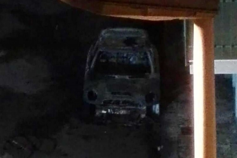 La Mini Cooper incendiata in via d'Azeglio