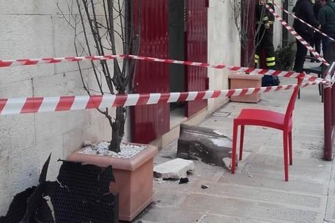 Il supporto del balcone crollato in via Molfetta