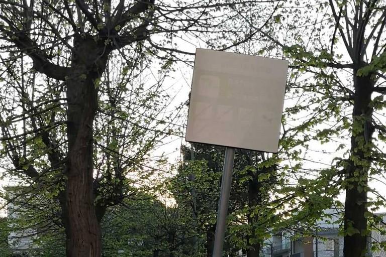 Il segnale sbiadito al parco Scianatico