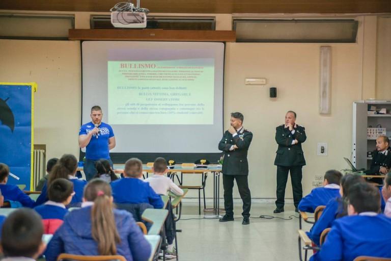 Che cos'è il bullismo: a scuola con i Carabinieri