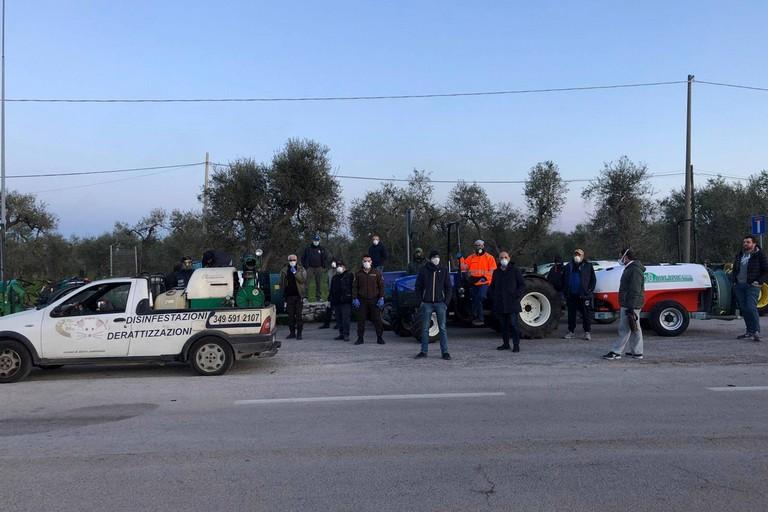 Agricoltori pronti alla sanificazione. <span>Foto Comune di Giovinazzo</span>