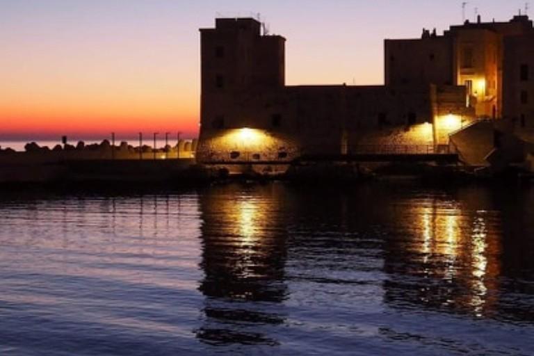 L'alba dietro la Vedetta sul Mediterraneo. <span>Foto Marco de Giosa</span>