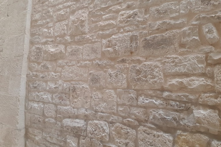 Muri puliti in vico Arco Cattese