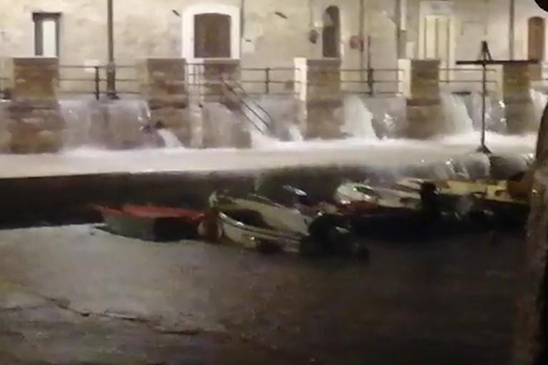 Piogge battenti: l'acqua invade Ponente e cala Porto