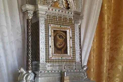 L'altare in allestimento. <span>Foto Comitato Feste Patronali</span>