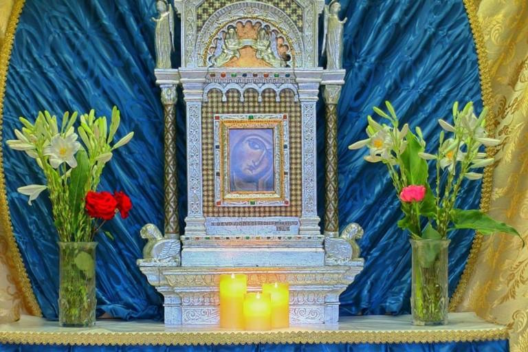 L'altare nella sede del Comitato Feste