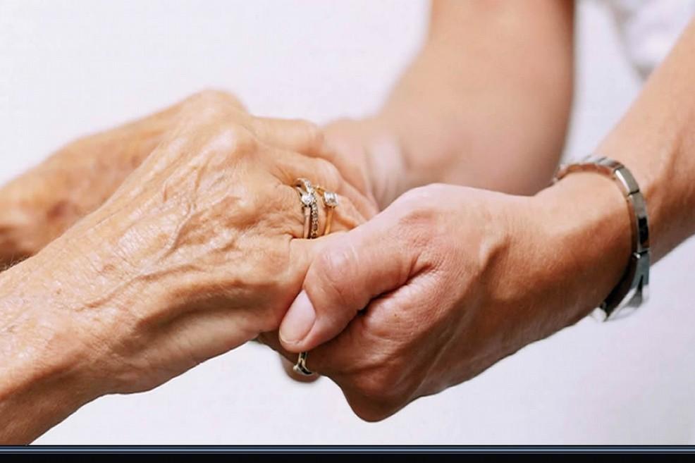 Un bando per l'assistenza domiciliare ad anziani