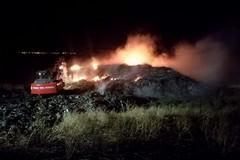 Incendio in discarica, Depalma: «Siamo sul posto, la situazione è insostenibile»