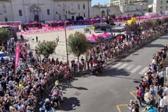 Selvaggia Lucarelli ironizza sugli assembramenti a Giovinazzo: «Andiamo avanti così»