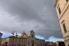 Nuvole minacciose sulla cupola di San Domenico: lo scatto prima della tempesta
