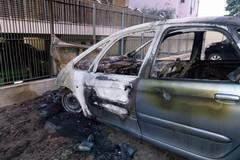 Ritornano i roghi d'auto, fiamme in via Deceglie