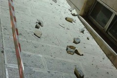Cadono calcinacci da Palazzo di Città: l'Amministrazione risponde alle domande
