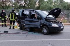 Scontro sulla Giovinazzo-Bitonto: tre feriti, uno estratto dai Vigili del Fuoco