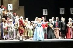 Tripudio per Maria Piscitelli al Teatro Colon di Buenos Aires