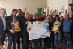 Commercianti e farmacisti donano due defibrillatori al Comune