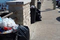Litorale di Giovinazzo sporco: PVA attacca l'Amministrazione