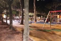 Installati due fari nell'area giochi della Villa Comunale (FOTO)